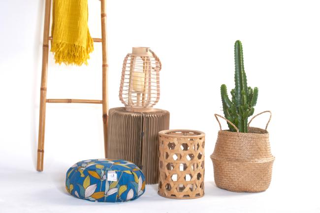 coussin de meditation zafu dans une déco bois et cactus naturelle