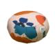 coussin de méditation rond avec plis rose pale à grosses fleurs multicolores poignée et drapeau création française